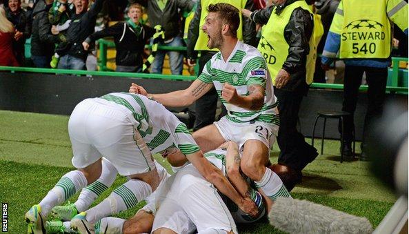 Celtic players celebrate James Forrest's injury-timer winner