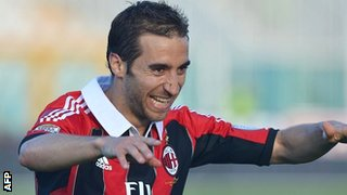Mathieu Flamini playing for AC Milan in May