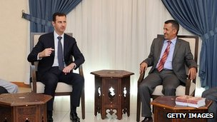 A handout picture released by the Syrian Arab News Agency (SANA) on August 29, 2013 shows Syrian President Bashar al-Assad (L) meeting with a Yemeni delegation of politicians in Damascus