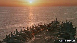 Caças estavam alinhados para a Operação Raposa do Deserto no Iraque em 1998