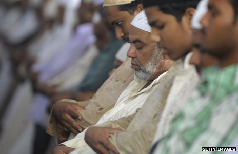 Indian Muslims praying