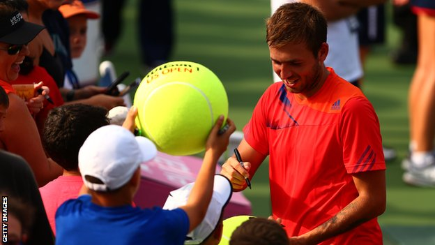 Dan Evans signs autographs for fans