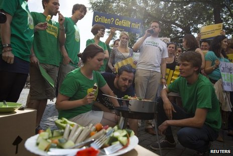 Green Party members and FDP members hold rival demos over meat