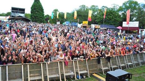 Thousands of people enjoy Summer Sundae Weekender 2011
