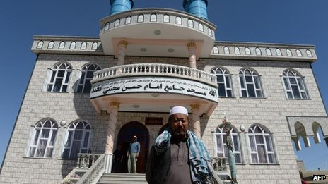 Shia mosque in Kabul attacked by gunmen in police uniforms (5 September)