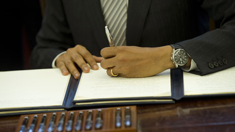 Barack Obama signing his name