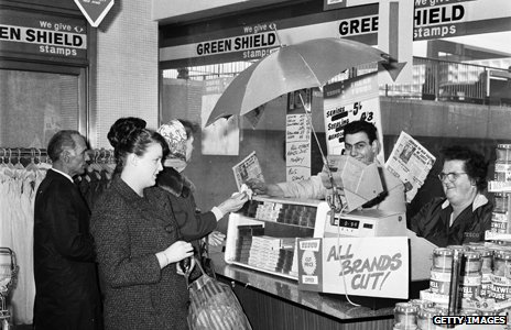 Shoppers at Elephant and Castle Tesco in 1967