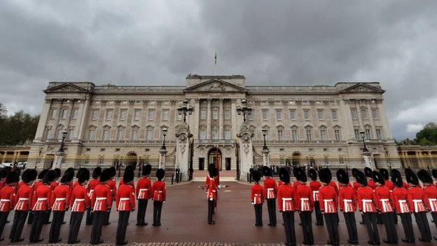 Man Arrested After Break In At Buckingham Palace Cbbc