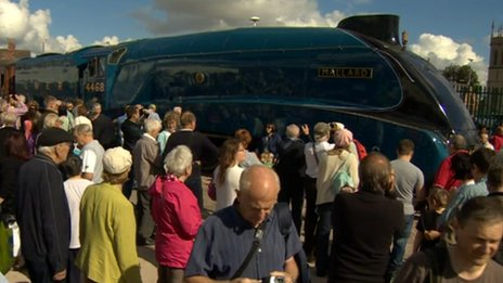 Crowds surround Mallard