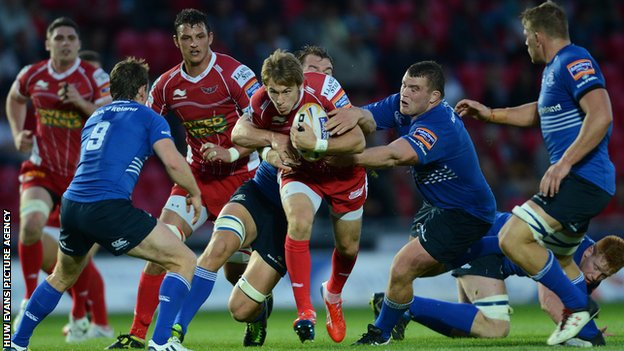 Scarlets' Liam Williams in action against Leinster
