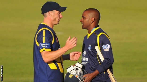 Simon Jones of Glamorgan commiserates with Dimitri Mascarenhas of Hampshire