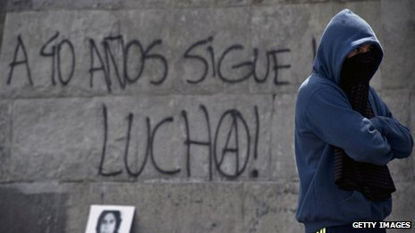 "A man stands in front of a graffiti reading ""40 years after, the fight continues"" during a demonstration opposing the coup in Santiago on 8 September, 2013"