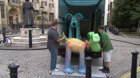 Gromit sculpture being loaded into a lorry