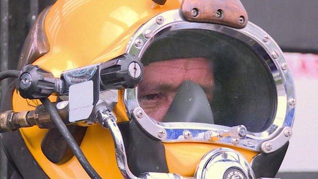 Julio Cesar Cu wearing his diving helmet
