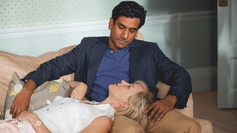 Naomi Watts as Diana with Naveen Andrews as Hasnat Khan