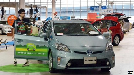 A customer looks at Toyota's hybrid Prius
