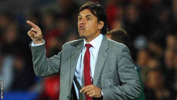 Chris Coleman makes a point to the players during Wales' 3-0 home defeat to Serbia in Cardiff