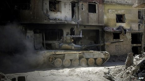 Syrian army tank moves through the Khalidiya district of Homs (31 July 2013)