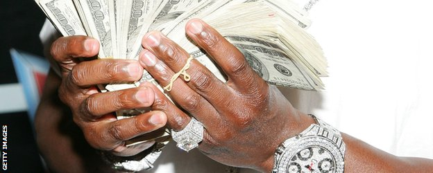 'Money' Mayweather holding wads of cash