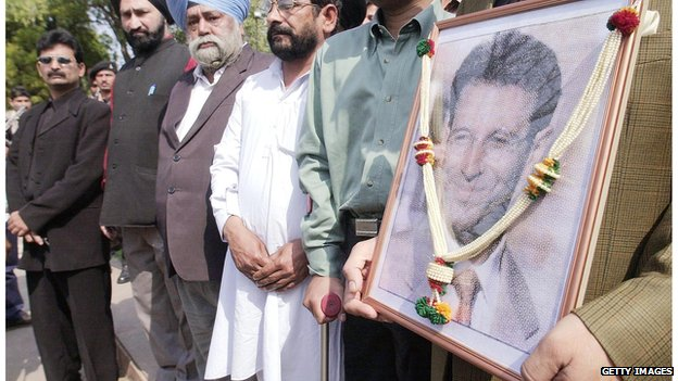 People stand at a memorial service for Daniel Pearl in New Delhi  in February 2002