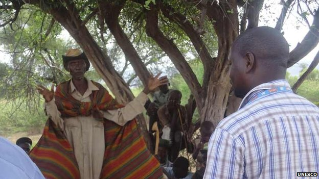 A Turkana elder delivering his views before commencement of the drilling exercise, Kenya