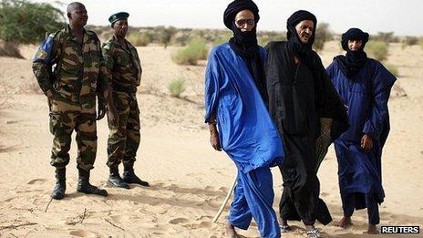 Malian soldiers and Tuaregs near Timbuktu. July 2013