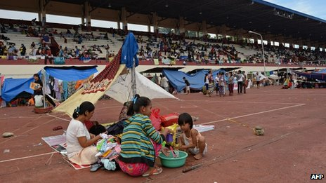 Residents living along the coast near the area of a stand-off between the Philippine military and Muslim gunmen take shelter at a sports complex used as a temporary evacuation centre in Zamboanga on the southern Philippine island of Mindanao on 11 September 2013