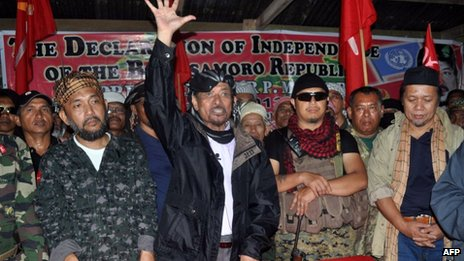 In this photo taken on 12 August 2013, Moro National Liberation Front (MNLF) leader Nur Misuari (C) addresses his armed followers in one of their camps in Indanan, Sulu, on the southern island of Mindanao