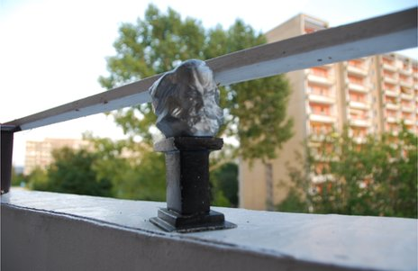 Arno Sonntag's miniature bust of Karl Marx on the balcony of his flat in Chemnitz