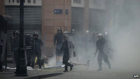 Mexican Federal Police officers clash with teachers protesting against education reforms, 13 September 2013