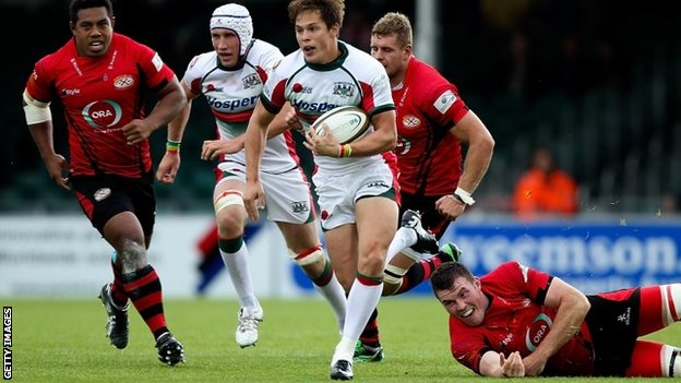 Plymouth Albion break through the Jersey defence