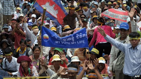 Cambodian protesters shout slogans during a demonstration in Phnom Penh on 16 September 2013