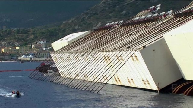 Chains attached to the Costa Concordia