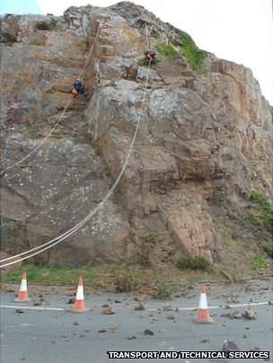 Rock fall on Mount Bingham