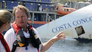 Senior salvage master Nick Sloane talks to journalists in front of the Costa Concordia wreck (15 July 2013)