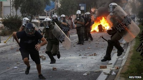 Protester chased by police in Athens (18 Sept 2013)
