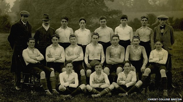 The Christ College team from 1913