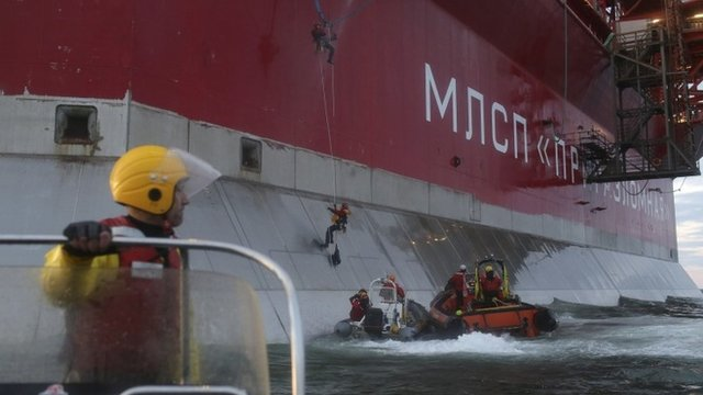 Greenpeace activists trying to board Russian oil platform - 18 September 2013