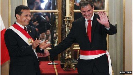 Peru's President Ollanta Humala (L) and Justice Minister Daniel Figallo (R)