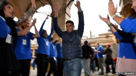 Apple customer cheered into a store in Covent Garden