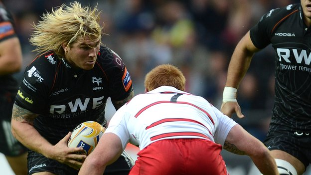 Richard Hibbard takes on Edinburgh captain Roddy Grant