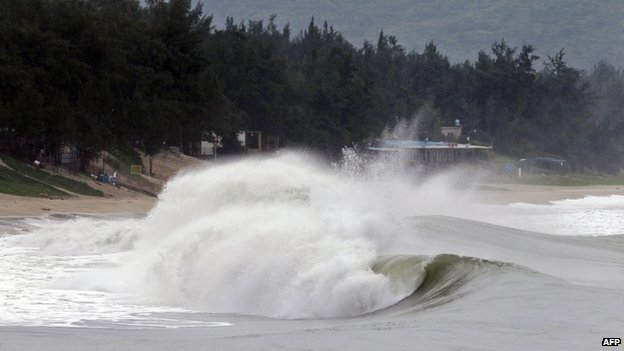 Strong waves hit the coast of Shenzhen in southern China's Guangdong province on 22 September 2013, brought on by the approaching Typhoon Usagi.