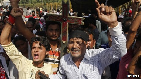 "Members of the Pakistani Christian community chant slogans during a protest rally to condemn Sunday""s suicide attack in Peshawar on a church, in Karachi September 23, 2013."