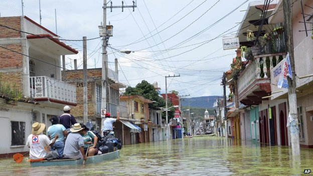 Villagers are evacuated from flooded areas in the town of Tixtla de Guerrero on 22 September, 2013
