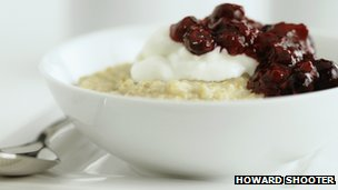 Porridge with berries
