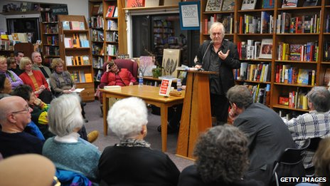 Henning Mankell doing a bookshop reading