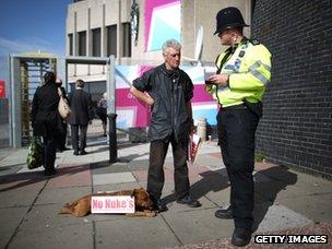 Stuart Holmes and policeman