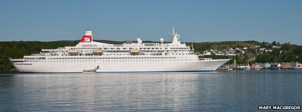 Cruise ship at Tobermory