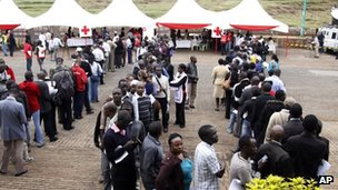 Kenyans line up to donate blood for injured persons