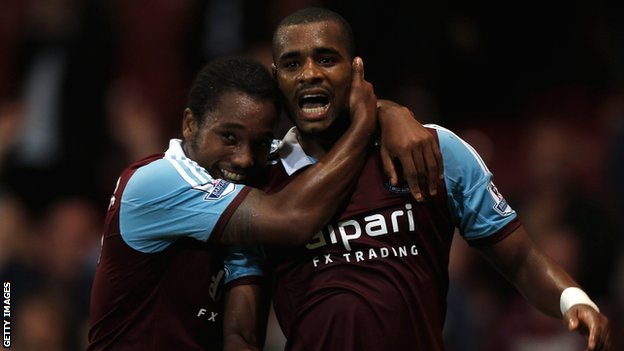 Ricardo Vaz Te (right) celebrates his winner with Leo Chambers